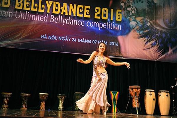 """Đào Thu Hà đoạt """"cú đúp"""" tại Việt Nam Unlimited Bellydance Competition 2016"""