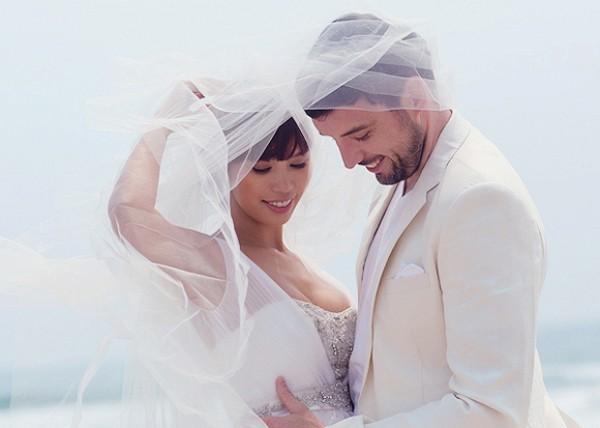 Bộ ảnh cưới nóng bỏng của siêu mẫu Hà Anh bên chồng Tây