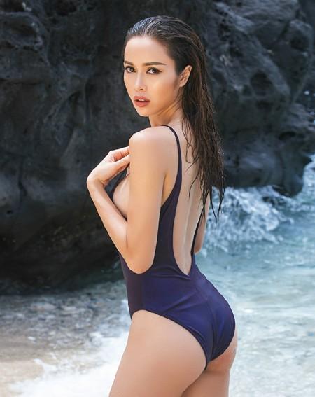 """""""Bỏng mắt"""" ngắm Vũ Ngọc Anh khoe đường cong với bikini tự thiết kế ảnh 2"""