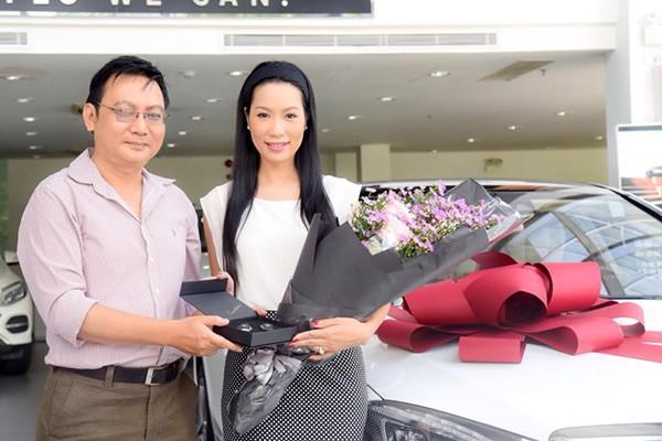 Á hậu Trịnh Kim Chi được tặng quà sinh nhật 5 tỷ đồng ảnh 1