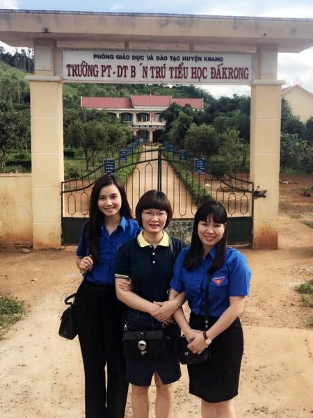 Cận kề ngày khai giảng năm học mới, Lương Giang đã cùng với các thành viên trong đoàn thiện nguyện mang niềm vui đến với các em nhỏ dân tộc Ba Na, huyện K-Bang, tỉnh Gia Lai.