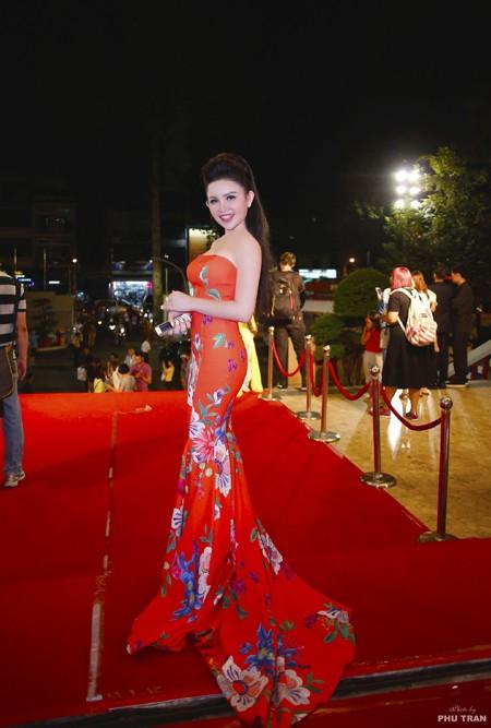 Janny Thủy Trần rạng ngời trên thảm đỏ VTV Awards ảnh 2
