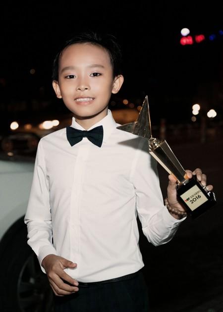 Khoảnh khắc đáng yêu của Hồ Văn Cường khi nhận giải Ca sĩ ấn tượng ảnh 7