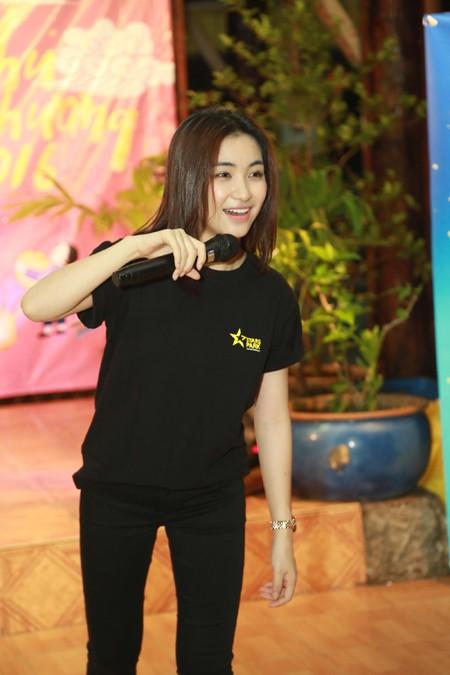 Trọng Hiếu, Hoà Minzy và Rocker Nguyễn vui Trung thu cùng trẻ em cơ nhỡ ảnh 1