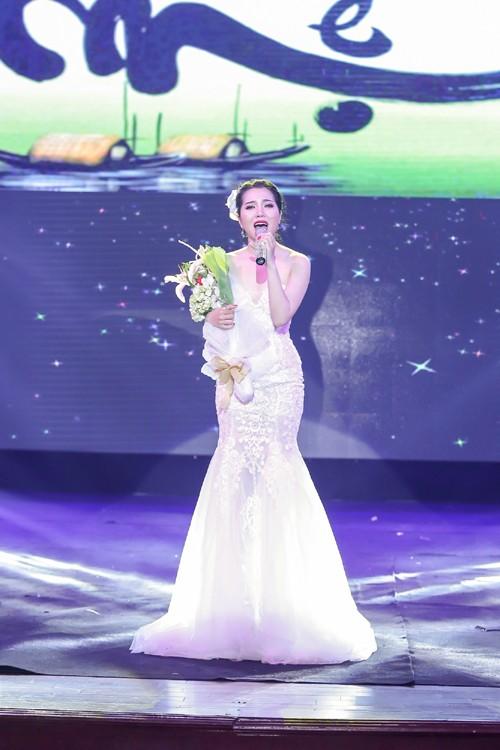 Minh Trang Ly Ly khóc trong liveshow khi hát ca khúc về cha ảnh 9