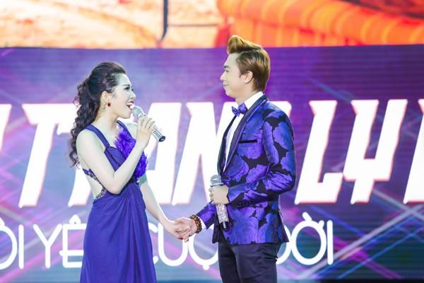 Minh Trang Ly Ly khóc trong liveshow khi hát ca khúc về cha ảnh 4