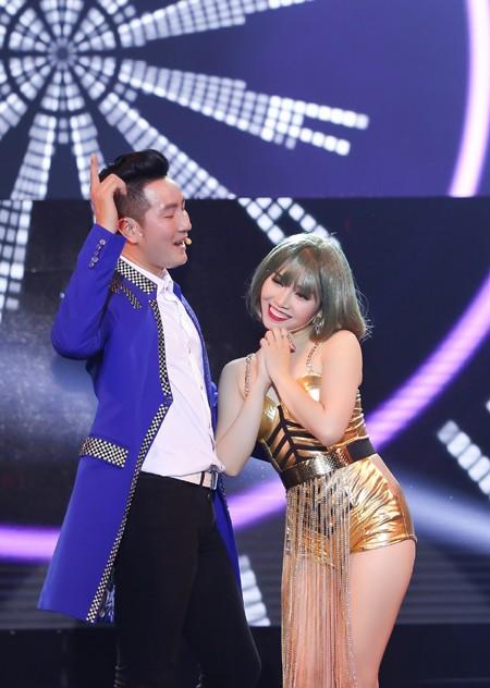 Minh Trang Ly Ly khóc trong liveshow khi hát ca khúc về cha ảnh 7