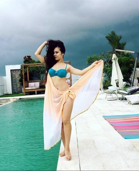 """""""Cô gái vàng"""" bellydance Việt Nam khoe """"ảnh nóng"""" ở Bali ảnh 3"""