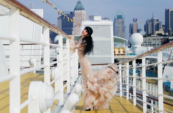 Hậu trường buổi chụp hình hoành tráng của Jessica Minh Anh tại New York