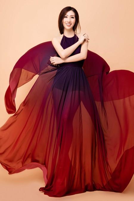 """Hoa hậu điện ảnh Thanh Mai hút ánh nhìn với đầm """"xẻ trên xẻ dưới"""" ảnh 2"""