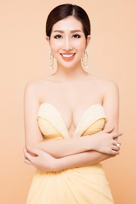 """Hoa hậu điện ảnh Thanh Mai hút ánh nhìn với đầm """"xẻ trên xẻ dưới"""" ảnh 6"""