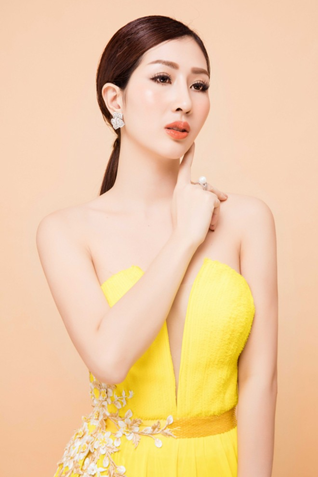 """Hoa hậu điện ảnh Thanh Mai hút ánh nhìn với đầm """"xẻ trên xẻ dưới"""" ảnh 8"""