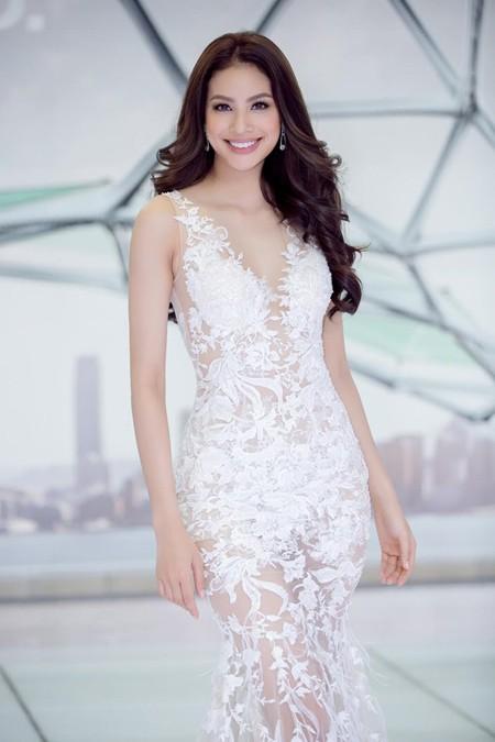 Hoa hậu Phạm Hương gợi cảm với đầm xuyên thấu