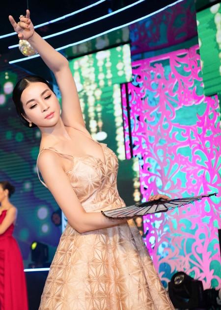 """Ghen tị với vóc dáng gợi cảm của """"người đẹp không tuổi"""" - MC Thanh Mai ảnh 2"""