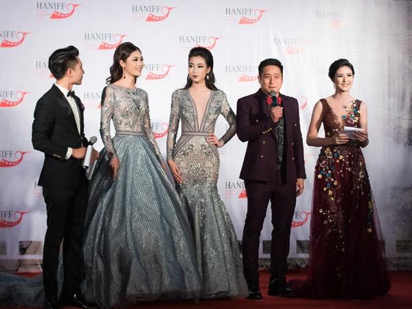 """Hoa hậu Mỹ Linh, Á hậu Thanh Tú mặc đồ đôi """"đọ sắc"""" hấp dẫn ảnh 7"""