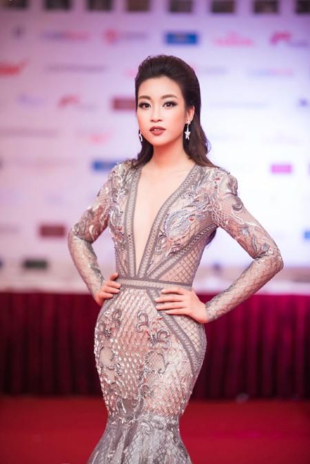"""Hoa hậu Mỹ Linh, Á hậu Thanh Tú mặc đồ đôi """"đọ sắc"""" hấp dẫn ảnh 4"""