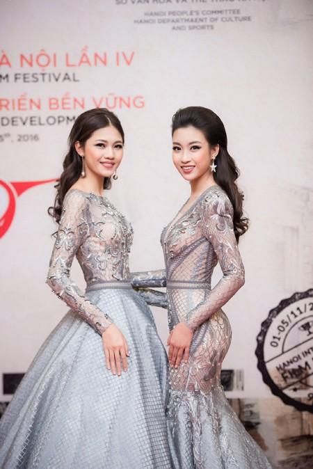 """Hoa hậu Mỹ Linh, Á hậu Thanh Tú mặc đồ đôi """"đọ sắc"""" hấp dẫn ảnh 6"""