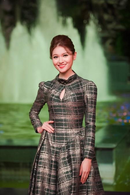 """Hoa hậu Mỹ Linh, Á hậu Thanh Tú mặc đồ đôi """"đọ sắc"""" hấp dẫn ảnh 8"""