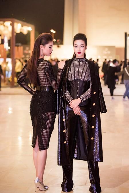 Choáng ngợp với phong cách thời trang ấn tượng của Hoa hậu Mỹ Linh tại VIFW 2016 ảnh 9