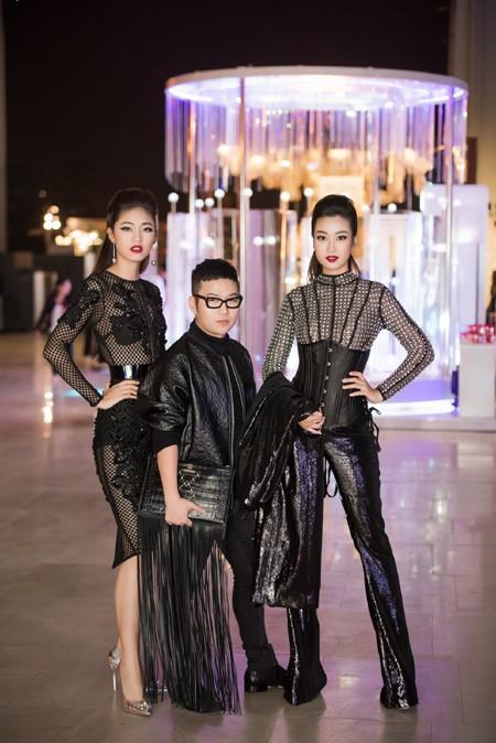 Choáng ngợp với phong cách thời trang ấn tượng của Hoa hậu Mỹ Linh tại VIFW 2016 ảnh 11