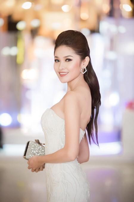 Choáng ngợp với phong cách thời trang ấn tượng của Hoa hậu Mỹ Linh tại VIFW 2016 ảnh 12