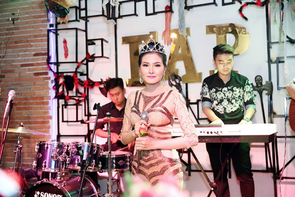Hoa hậu Kim Thoa gây ấn tượng với mini liveshow bolero đầu tay ảnh 6