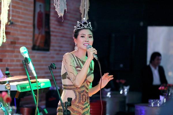 Hoa hậu Kim Thoa gây ấn tượng với mini liveshow bolero đầu tay ảnh 1