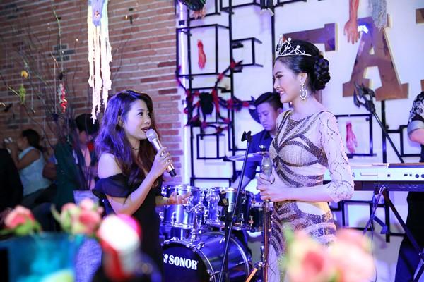 Hoa hậu Kim Thoa gây ấn tượng với mini liveshow bolero đầu tay ảnh 4