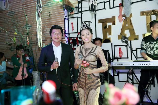 Hoa hậu Kim Thoa gây ấn tượng với mini liveshow bolero đầu tay ảnh 3