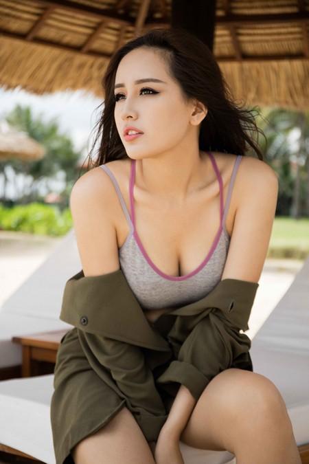 Hoa hậu Mai Phương Thuý gợi cảm bên biển Nha Trang ảnh 4