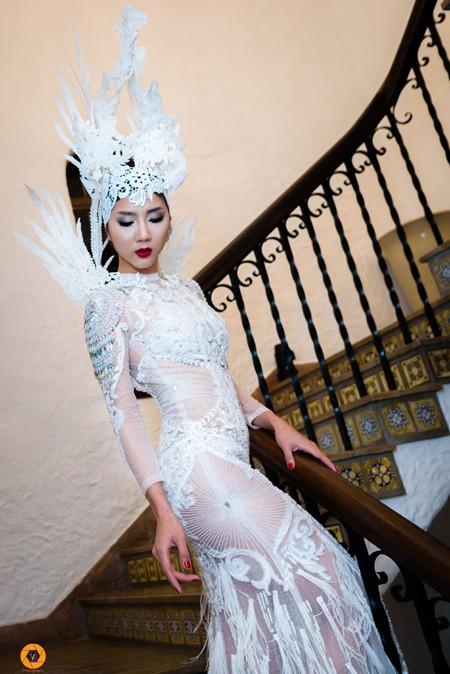 Siêu mẫu Ngọc Quyên khoe vẻ quyến rũ như nữ thần