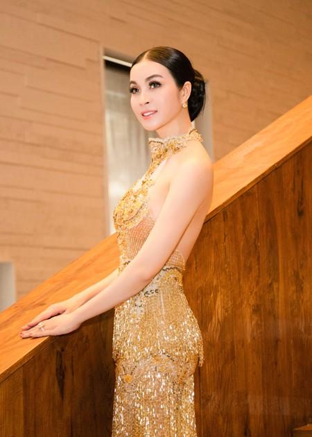Diện váy đính 3.000 viên pha lê, MC Thanh Mai khoe vóc dáng gợi cảm ảnh 2