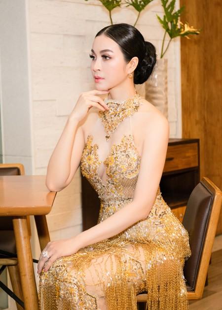 Diện váy đính 3.000 viên pha lê, MC Thanh Mai khoe vóc dáng gợi cảm ảnh 5