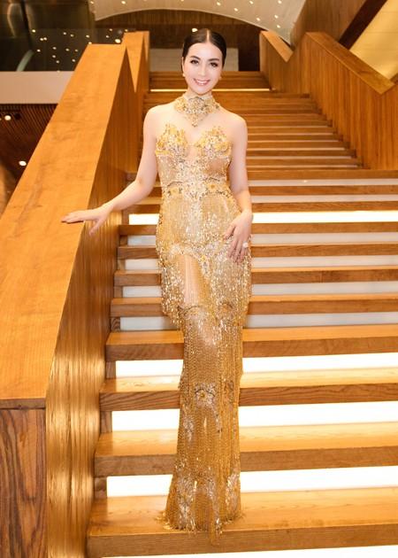 Diện váy đính 3.000 viên pha lê, MC Thanh Mai khoe vóc dáng gợi cảm ảnh 1