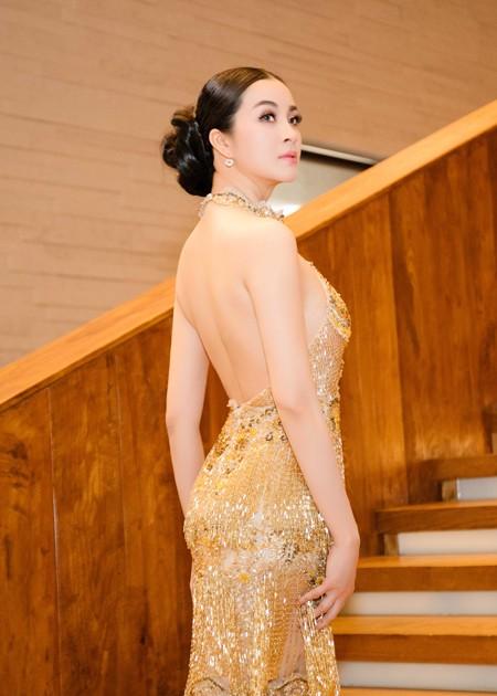 Diện váy đính 3.000 viên pha lê, MC Thanh Mai khoe vóc dáng gợi cảm ảnh 3