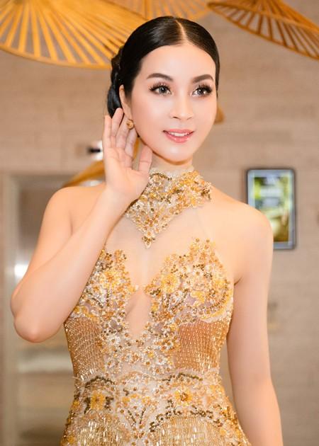 Diện váy đính 3.000 viên pha lê, MC Thanh Mai khoe vóc dáng gợi cảm ảnh 4