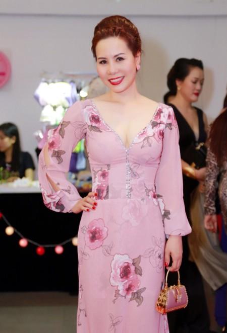 Nữ hoàng doanh nhân Kim Chi đẹp rạng ngời hút ánh nhìn ảnh 3
