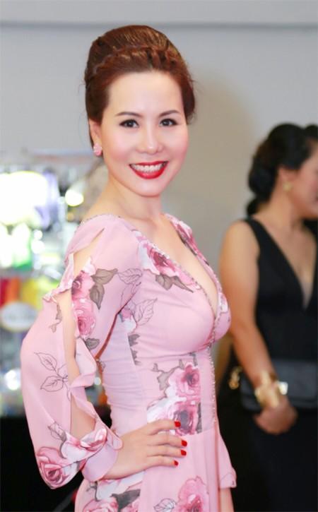 Nữ hoàng doanh nhân Kim Chi đẹp rạng ngời hút ánh nhìn ảnh 4