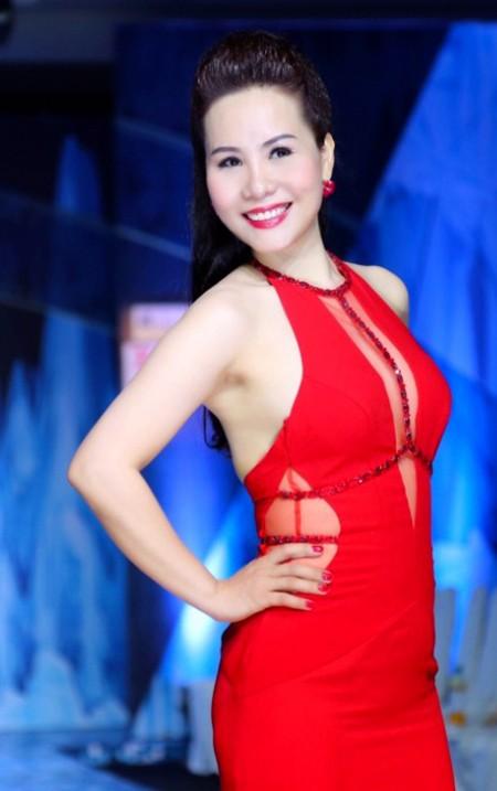 Nữ hoàng doanh nhân Kim Chi đẹp rạng ngời hút ánh nhìn ảnh 5