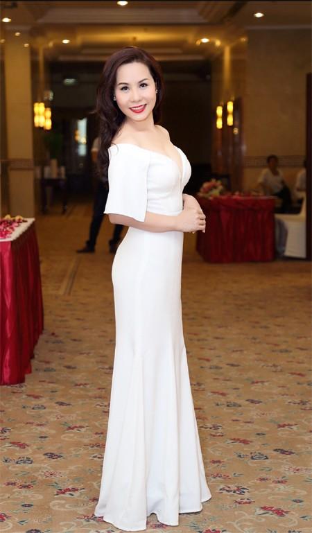 Nữ hoàng doanh nhân Kim Chi đẹp rạng ngời hút ánh nhìn ảnh 2