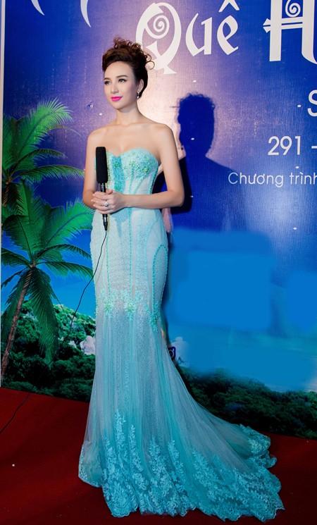 Hoa hậu Ngọc Diễm cùng dàn mỹ nhân đấu giá tặng sinh viên nghèo ảnh 4