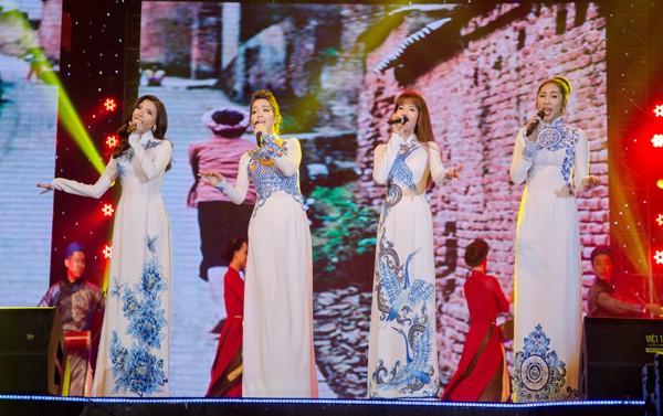 Hoa hậu Ngọc Diễm cùng dàn mỹ nhân đấu giá tặng sinh viên nghèo ảnh 6