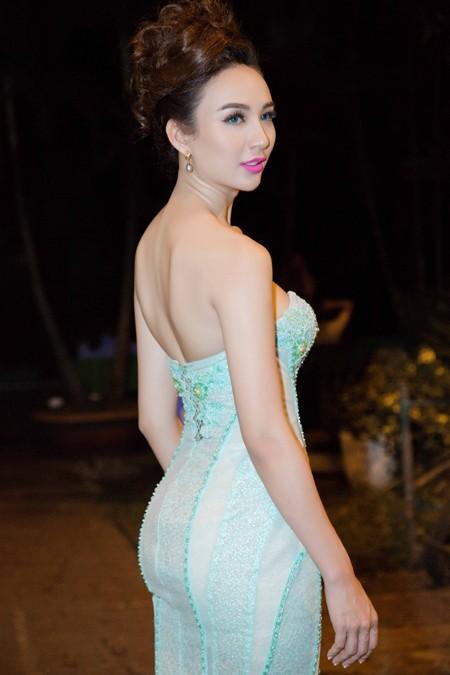 Hoa hậu Ngọc Diễm cùng dàn mỹ nhân đấu giá tặng sinh viên nghèo ảnh 3