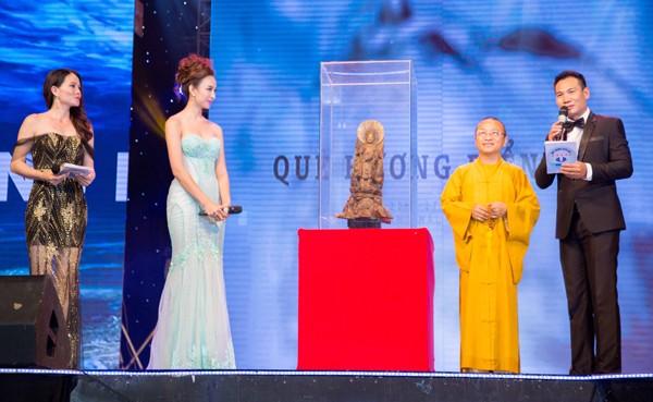 Hoa hậu Ngọc Diễm cùng dàn mỹ nhân đấu giá tặng sinh viên nghèo ảnh 5