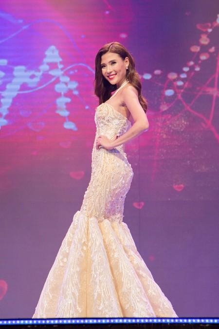 Hoa hậu Ngọc Diễm cùng dàn mỹ nhân đấu giá tặng sinh viên nghèo ảnh 8