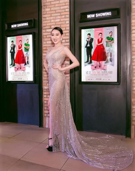 """Sau khi liên tục """"chinh chiến"""" các đấu trường nhan sắc, Huỳnh Thúy Anh không tham gia các hoạt động giải trí trong nước như nhiều người đẹp khác mà quyết định sang Mỹ du học."""
