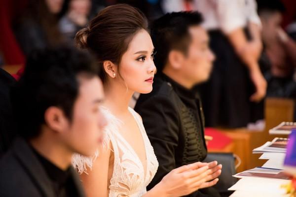 """Ngọc Hân - Tố Như """"đọ sắc"""" với phong cách thời trang đối lập ảnh 5"""