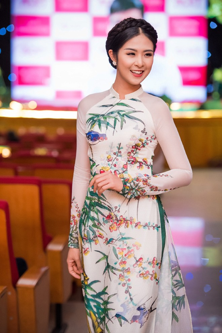 """Ngọc Hân - Tố Như """"đọ sắc"""" với phong cách thời trang đối lập ảnh 4"""