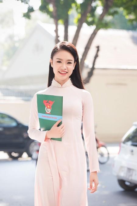 """""""Cô gái vàng"""" Hoa hậu Việt Nam """"hút mắt"""" với áo dài ảnh 5"""