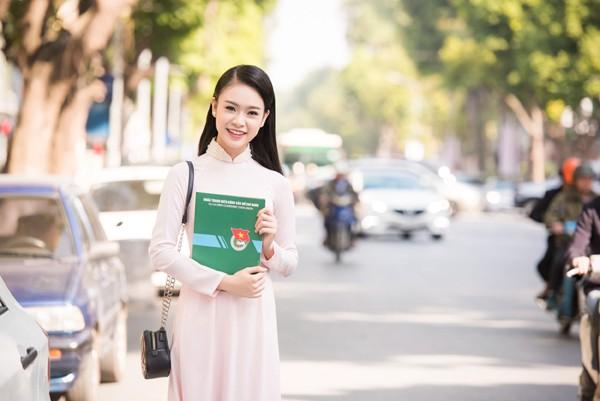 """""""Cô gái vàng"""" Hoa hậu Việt Nam """"hút mắt"""" với áo dài ảnh 7"""